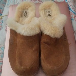 UGG| Tan Suede Clogs Size 8